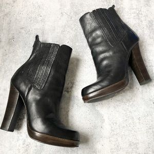 Frye Donna Chelsea Black Leather Heeled Boots